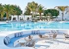 14-caramel-hotel-dining-by-the-pool-8517.jpg