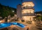 villa_artemis_exterior_night_view