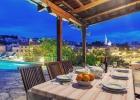 Bonaca_9898_dining_area_outdoor.jpg