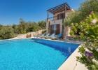 3_Villa-Helena_pool.jpg