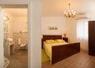 6_Villa-Helena_bedroom1.jpg