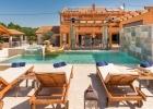 Villa_Maris_Bicine_swimming_pool2.jpg