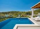 2_Villa_Maura_swimming_pool.jpg