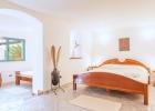 9_Rasotica_bedroom2.jpg