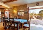 5_Vicina_Milna_dining_area_terrace.jpg