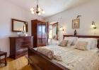 8_Vicina_Milna_bedroom.jpg